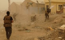 Iraqi security forces defend their headquarters against attacks by Islamic State extremists in the eastern part of Ramadi in Anbar province, May 14, 2015. Islamic State militants raised their black flag over the provincial government compound in the city of Ramadi in western Iraq on Friday, a Reuters witness said. The insurgents attacked Ramadi overnight using six suicide car bombs to reach the city centre, where the Anbar governorate compound is located, police sources said. Picture taken May 14, 2015. REUTERS/Stringer  - RTX1D3KY